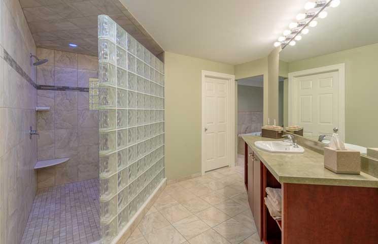 Summer Suite bathroom